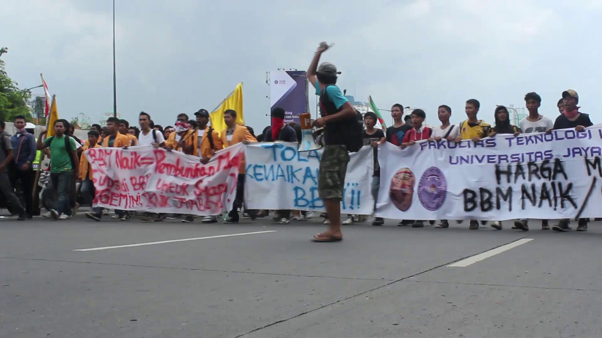 Apa arti berbagai protes menolak kenaikan BBM menjelan 1 April 2012?